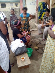 BIRTH BY LUNATIC WOMAN HELP CONFIRM NIGERIANS ARE GOOD PEOPLE!