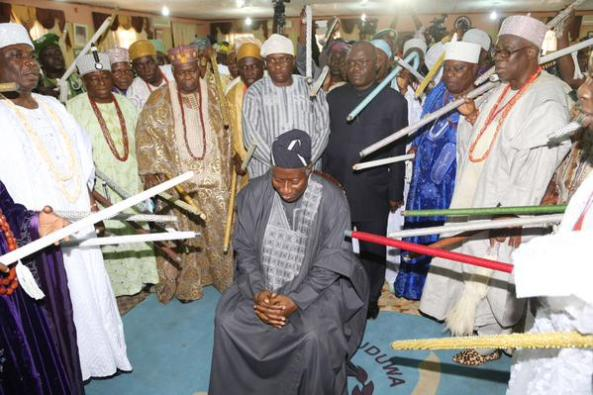 DOES GEJ KNOW SOME OF THE STICKS POINTED AT HIM IN THIS PIC OOZE TERRIBLE CURSES?