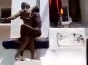 UNCLAD MAN CAUGHT TRYING TO HAVE SEX WITH A STATUE (SEE PHOTOS AND VIDEO)!